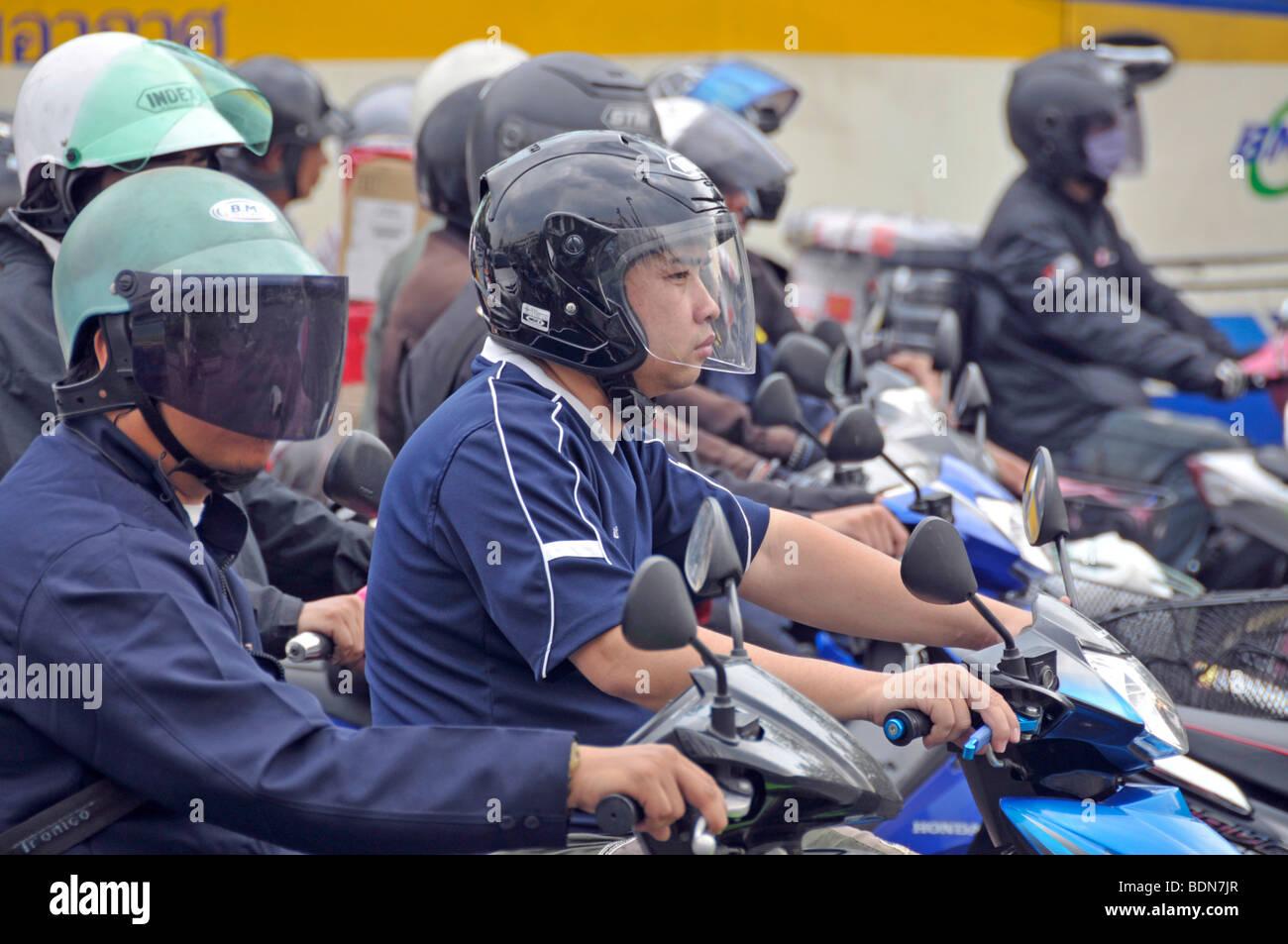 Motorbikers and moped riders in traffic chaos, Ratchamnoen Klang Road, Bangkok, Thailand, Asia - Stock Image