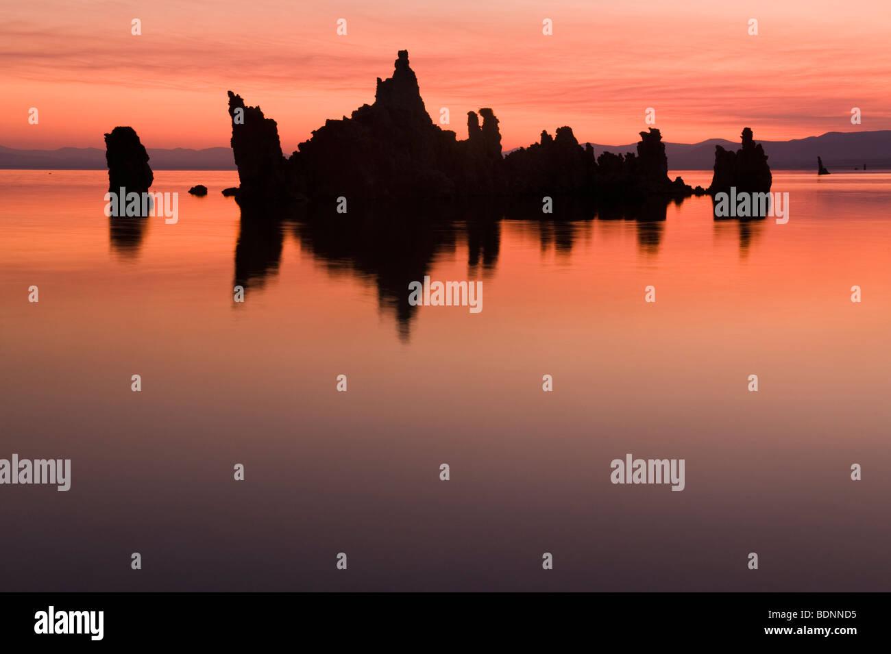 Tufa Towers at Sunrise, Mono Lake, Eastern Sierra Nevada, California - Stock Image