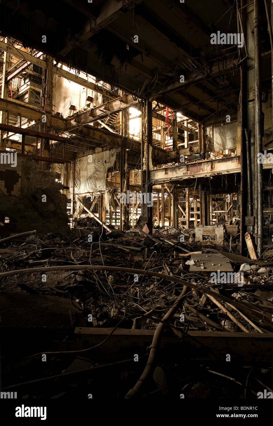Interior view of a redundant factory - Stock Image