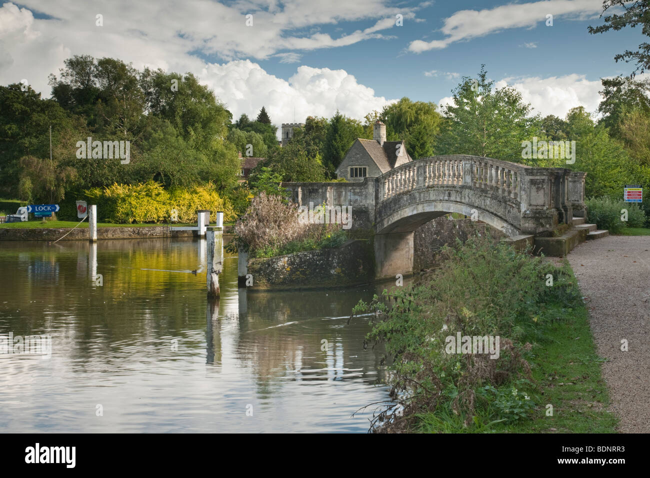 Footbridge at Iffley Lock on the River Thames at Oxford, Oxfordshire, Uk - Stock Image