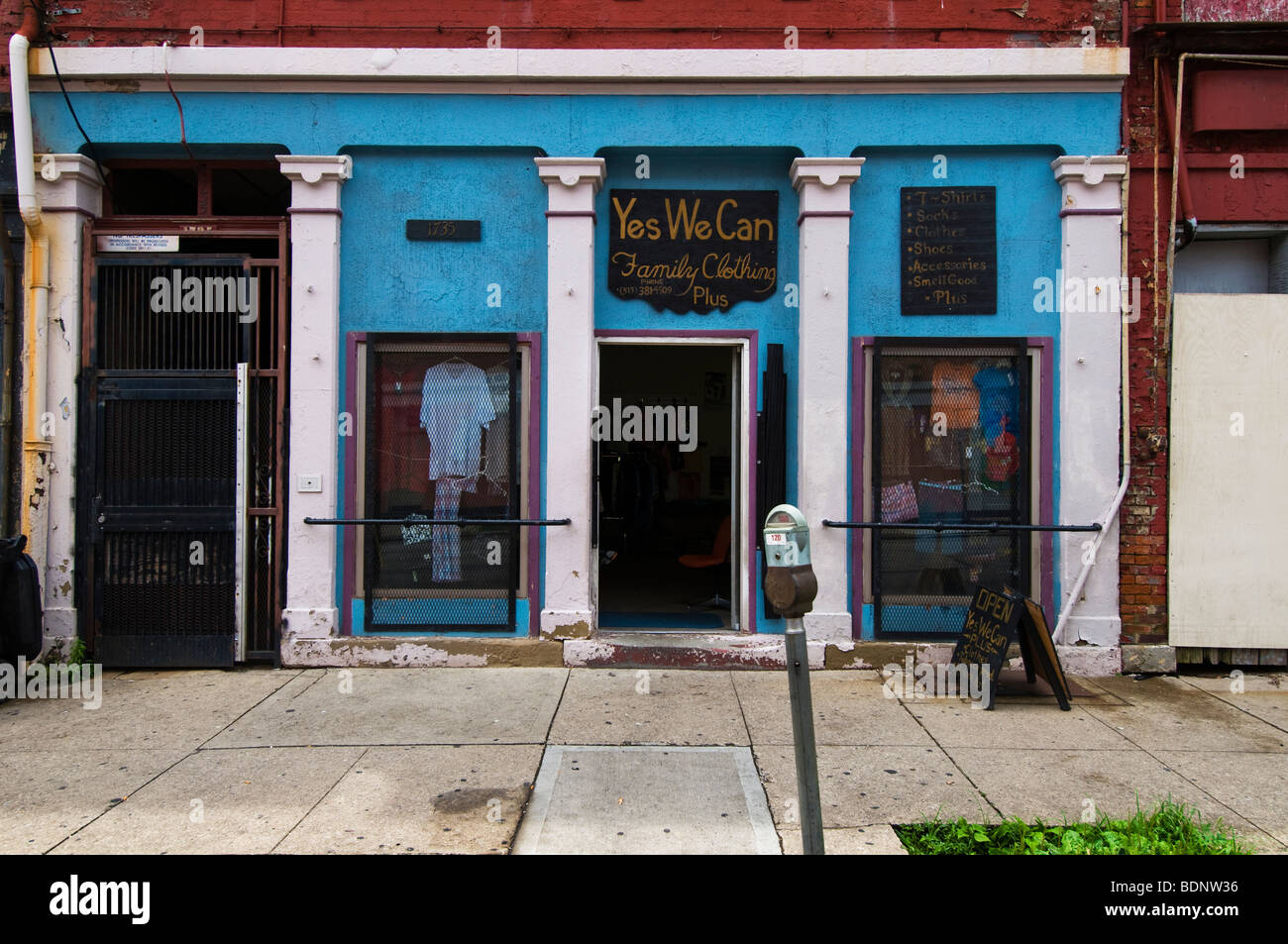 Yes we can, second hand clothes, shop in Over the rhine area, cincinnati, Oh, USA - Stock Image
