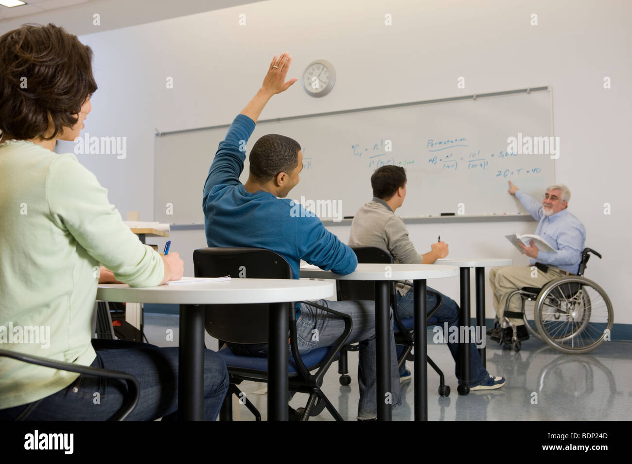 University professor teaching his students in a classroom - Stock Image