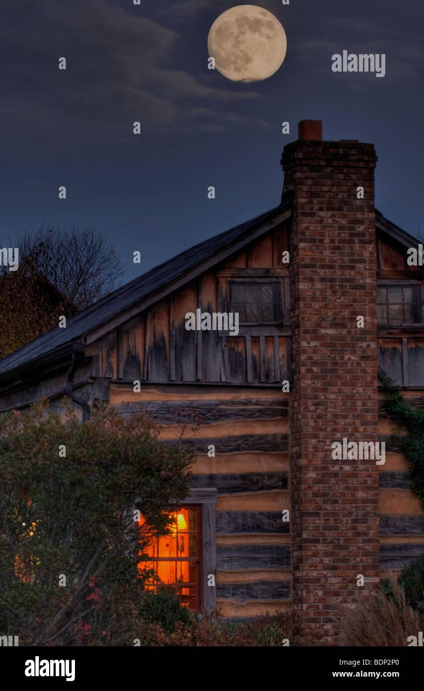 Moon rise over hill at Inn at Cedar Falls - Stock Image