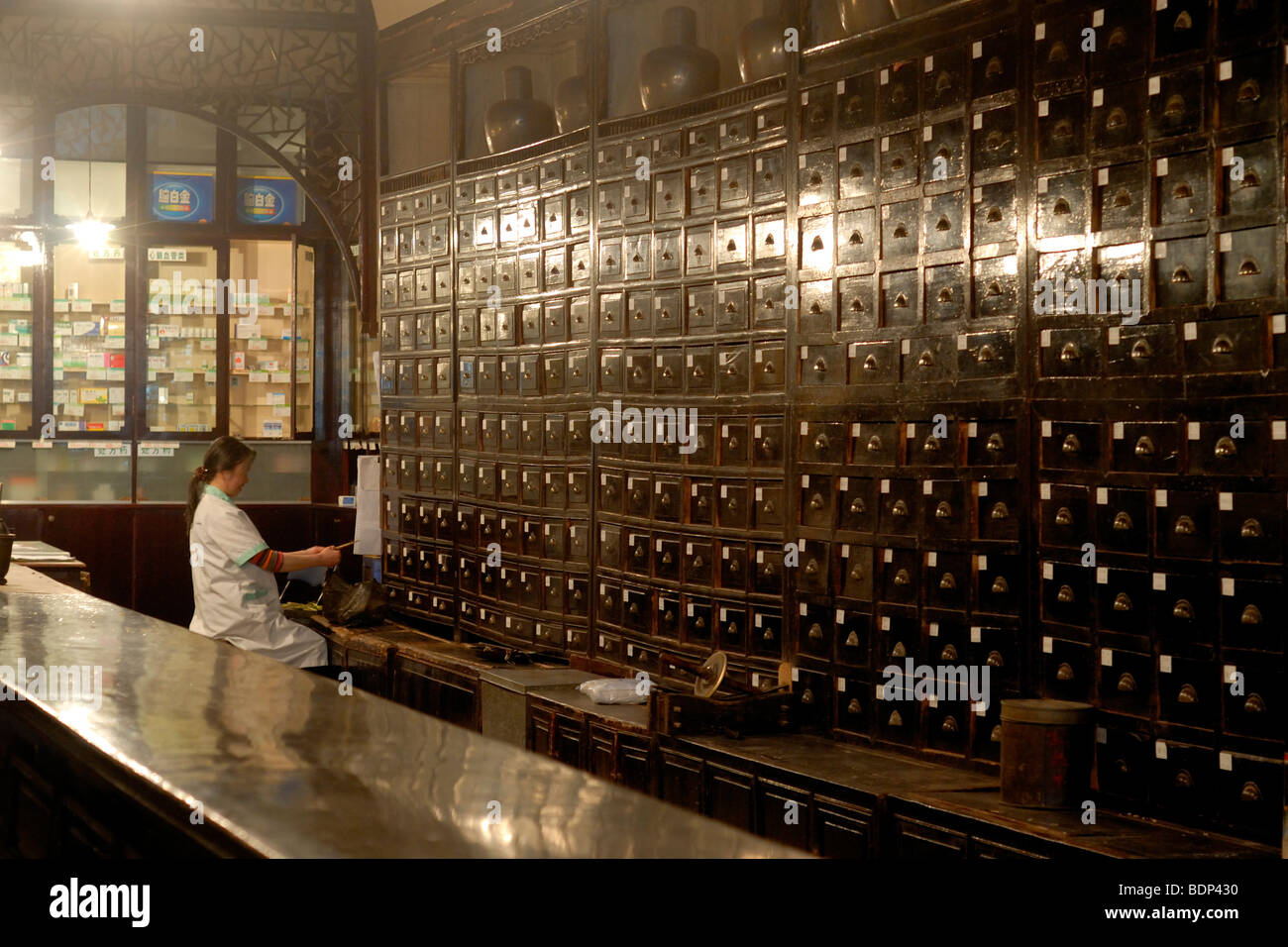 Druggist in an old Chinese pharmacy with an antique apothecary cabinet,  Tunxi, Huangshan Shi, Anhui Province, China, Asia - Druggist In An Old Chinese Pharmacy With An Antique Apothecary Stock