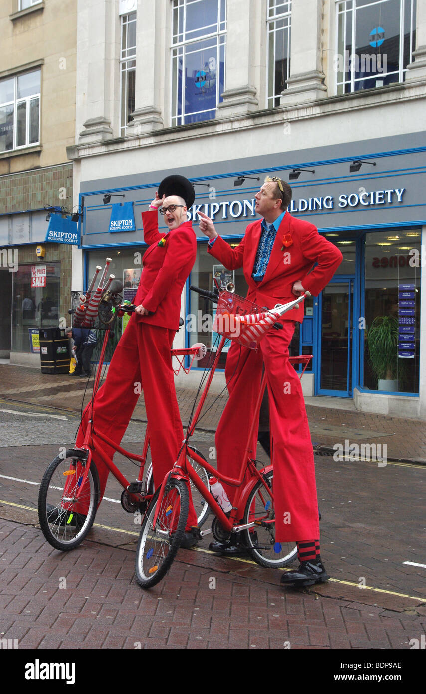 Two street entertainers in the Market Square, Northampton, UK - Stock Image