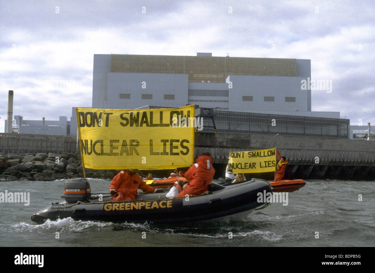 Greenpeace action  against the dangers of Nuclear power generation at the Torness nuclear facility in Scotland - Stock Image