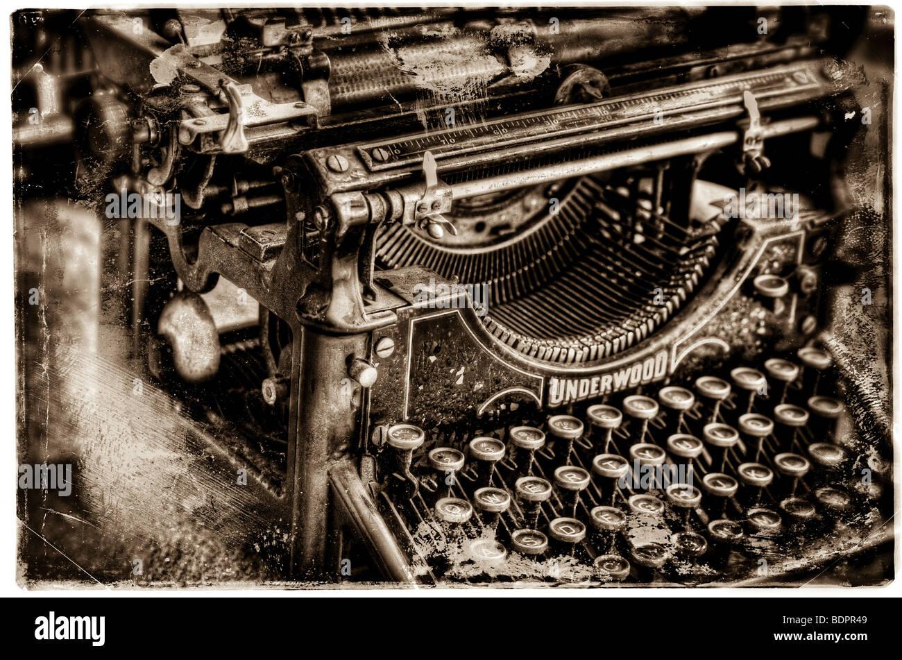 An old fashioned Underwood typewriter - Stock Image