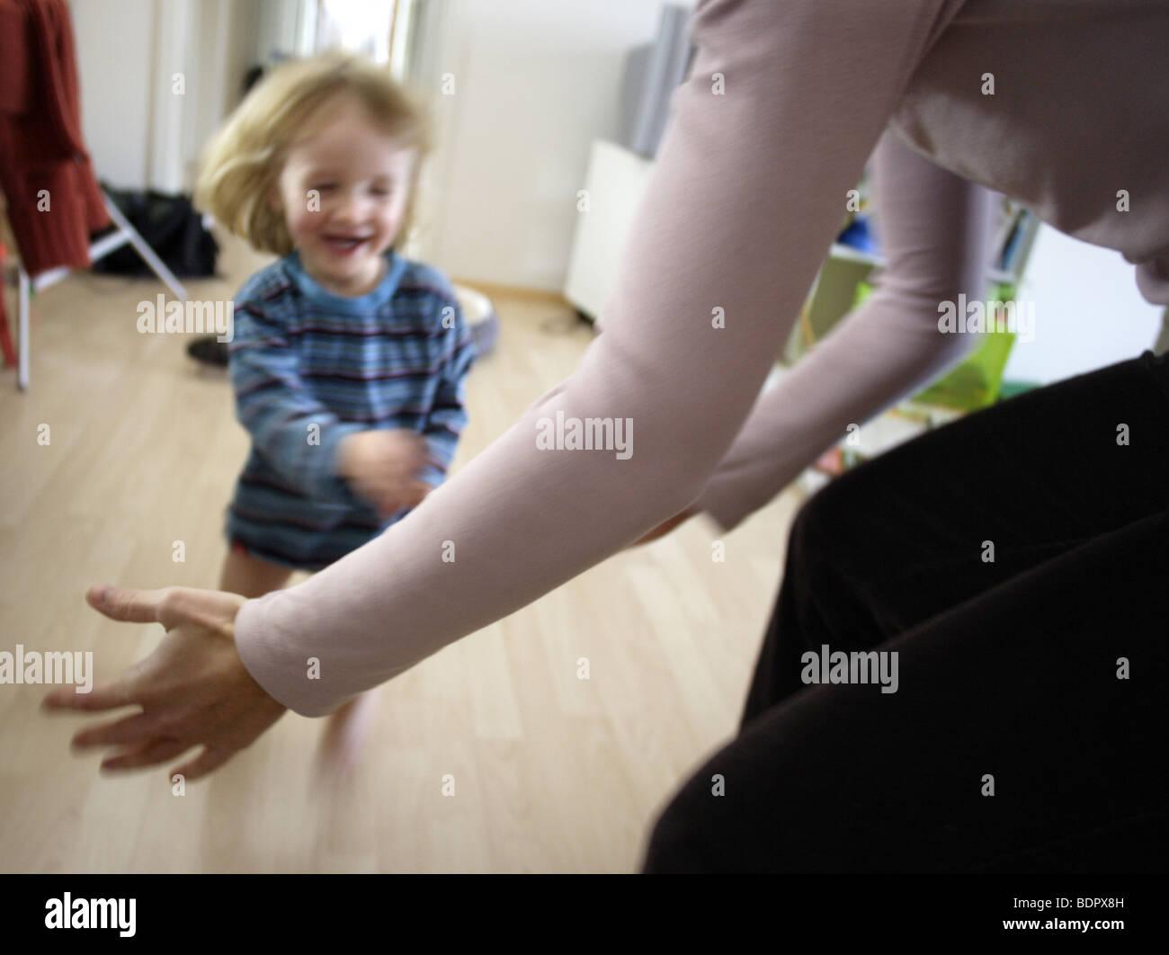 Mutter mit Kleinkind - Stock Image