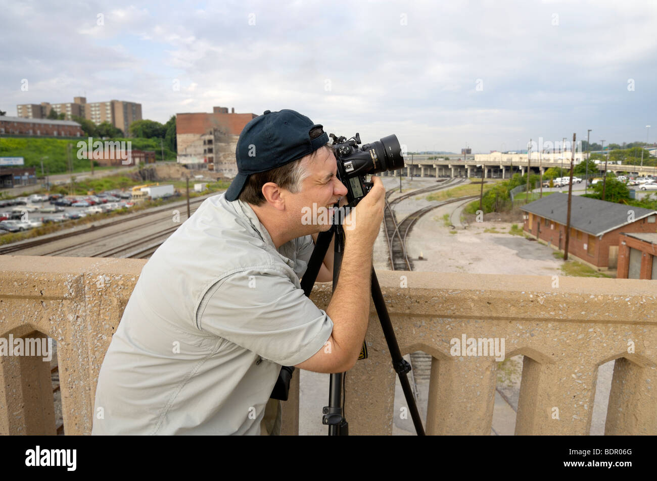 Professional photographer captures an interesting subject from a bridge.  Photo by Darrell Young. - Stock Image