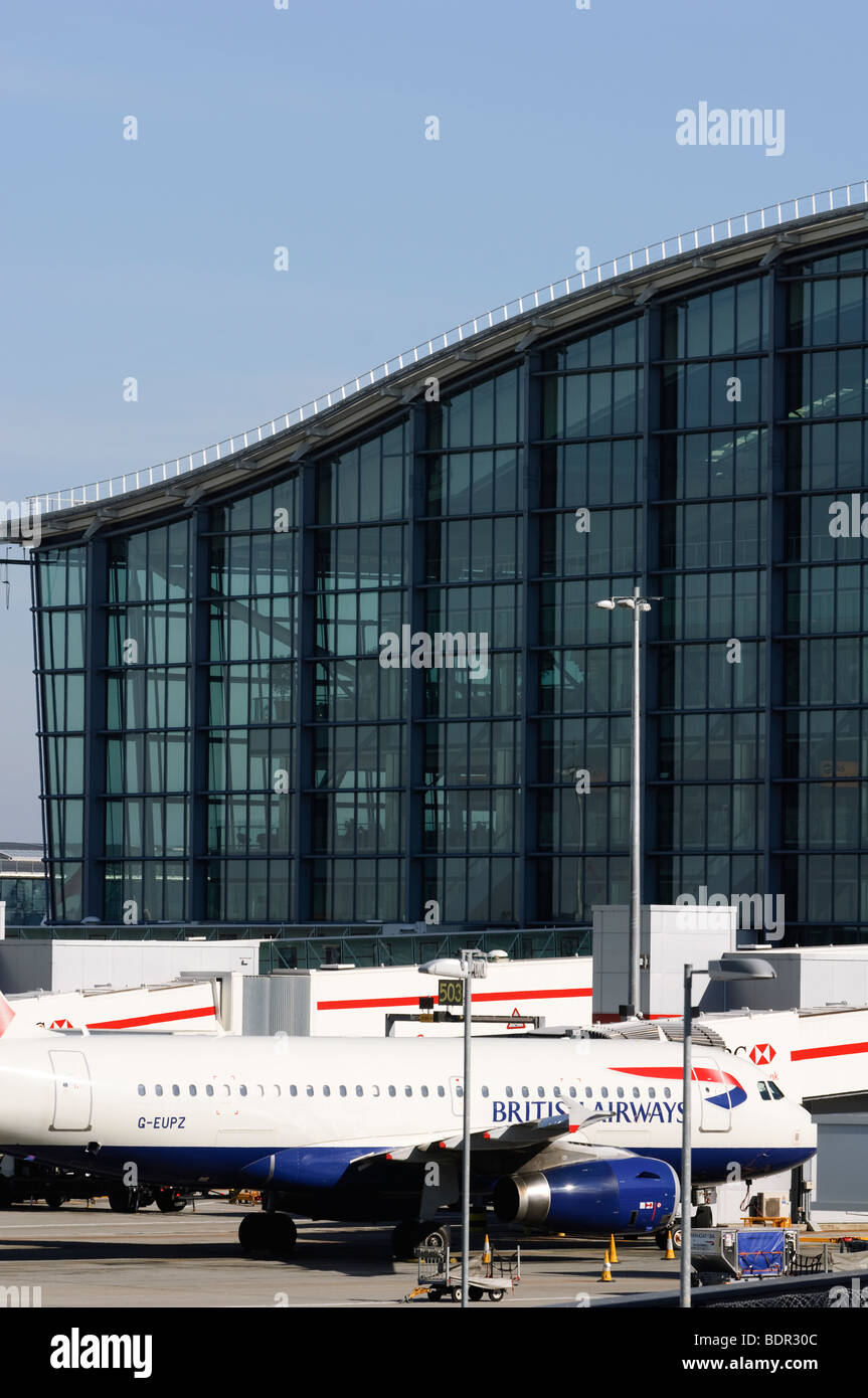 British Airways Airbus A319 in front of Terminal 5, London Heathrow Airport, UK. - Stock Image
