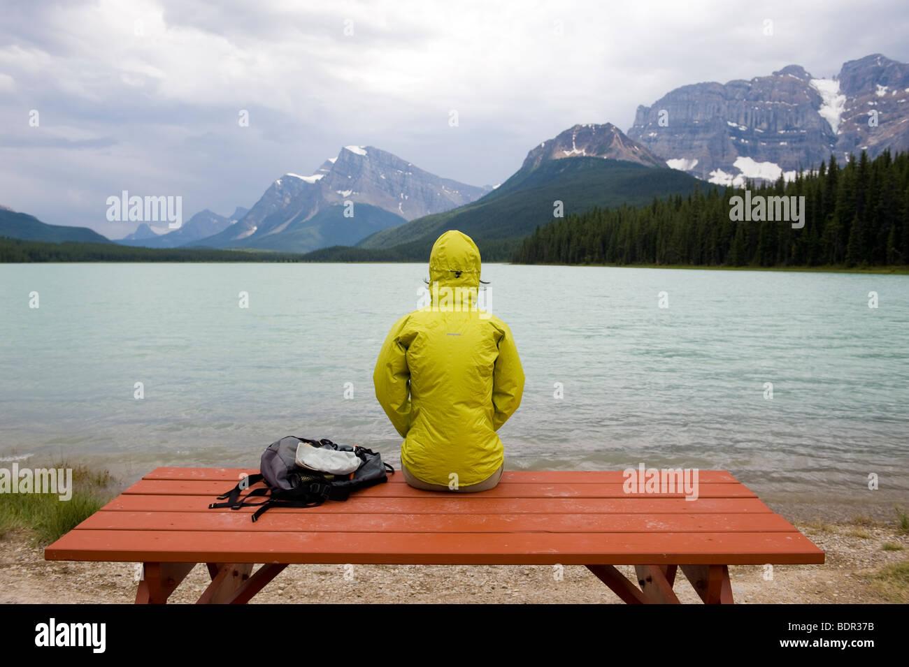 Picnic table at Waterfowl Lakes, Banff National Park, Alberta, Canada - Stock Image