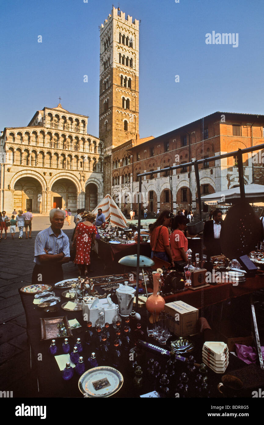 Antique market outside San Martino Cathedral, Lucca, Tuscany, Italy - Stock Image