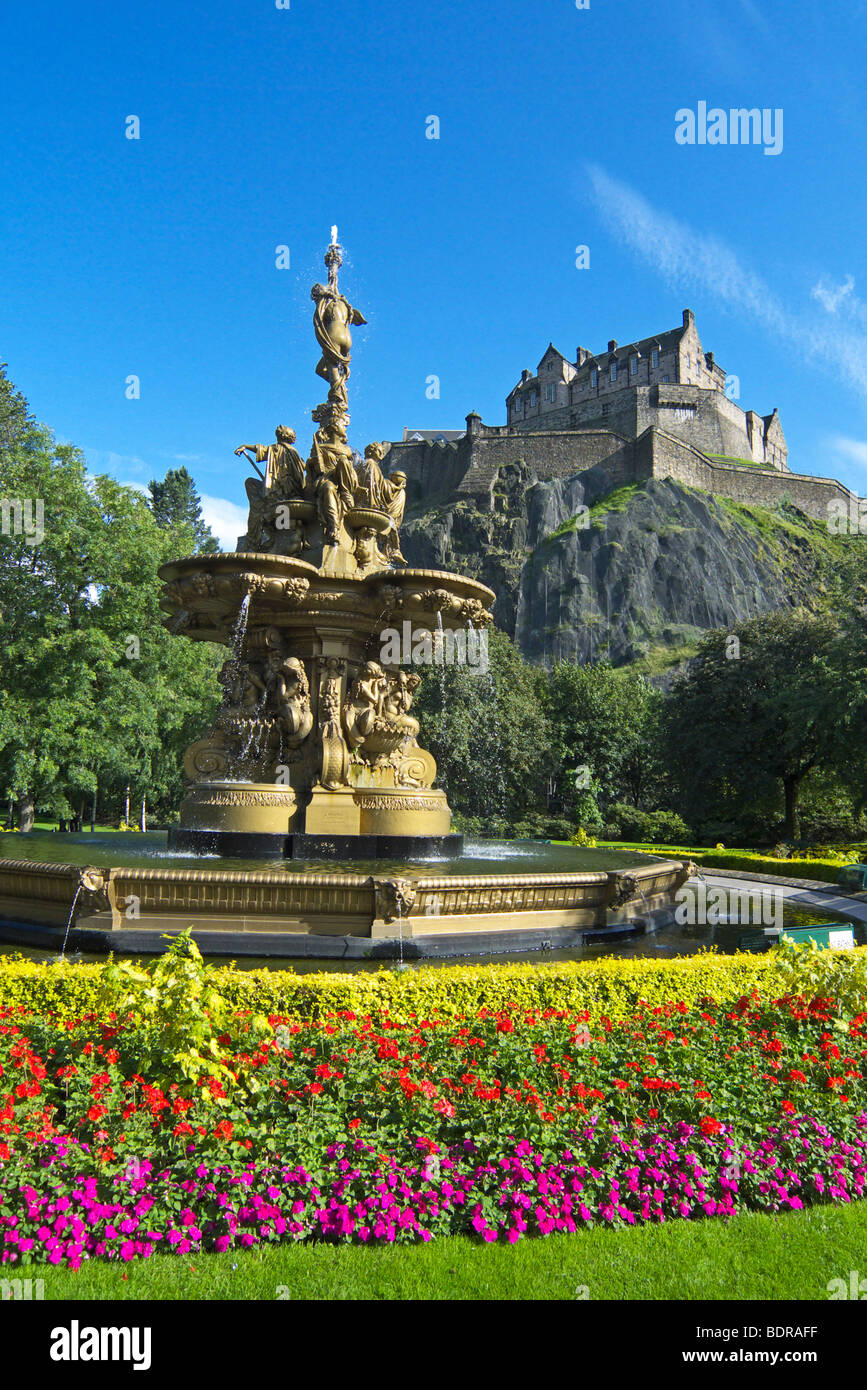 The golden Ross Fountain in West Princes Street Gardens, Edinburgh on a sunny August day with Edinburgh Castle as - Stock Image