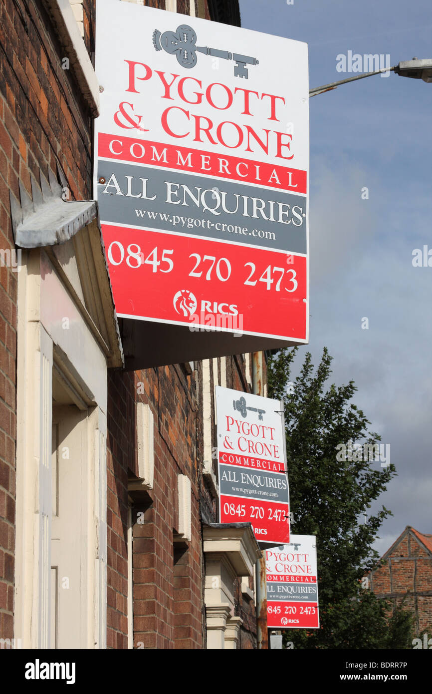 Commercial property for sale or to lease in a U.K. town. - Stock Image