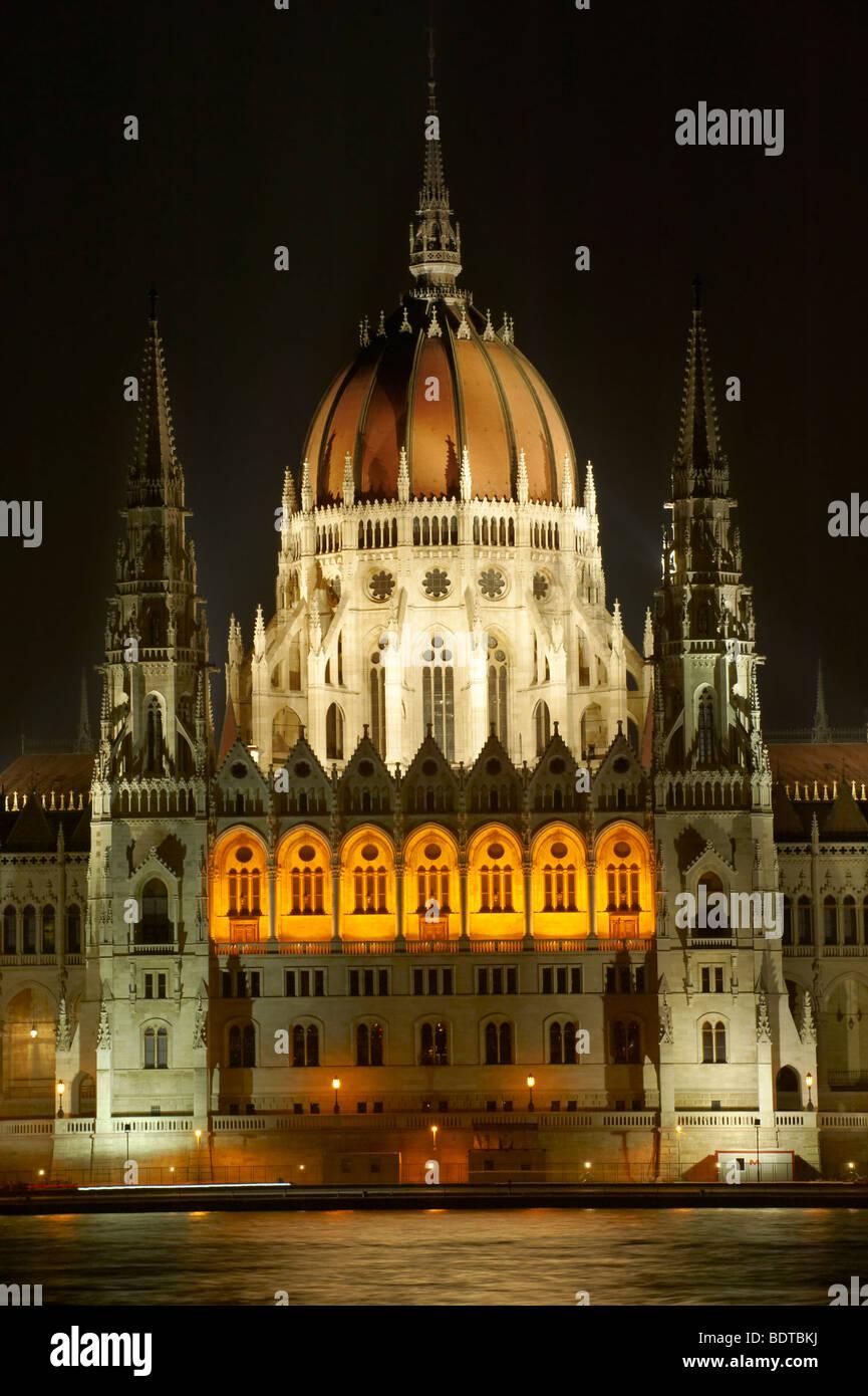 Hungarian Parliament building at night - Budapest - Hungary Stock Photo