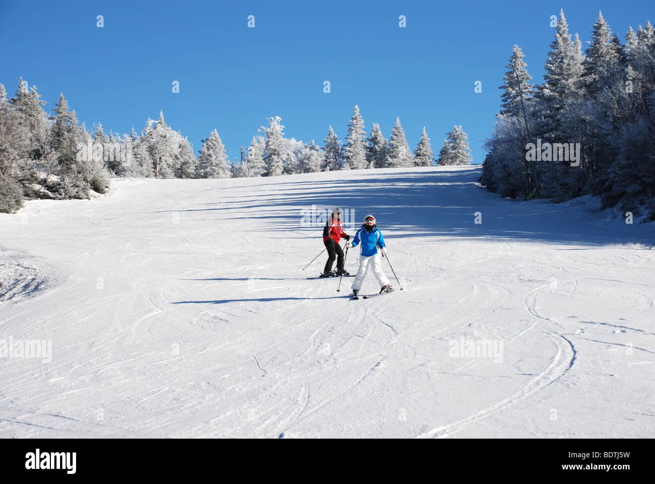 Beginners skiing downhill - Stock Image
