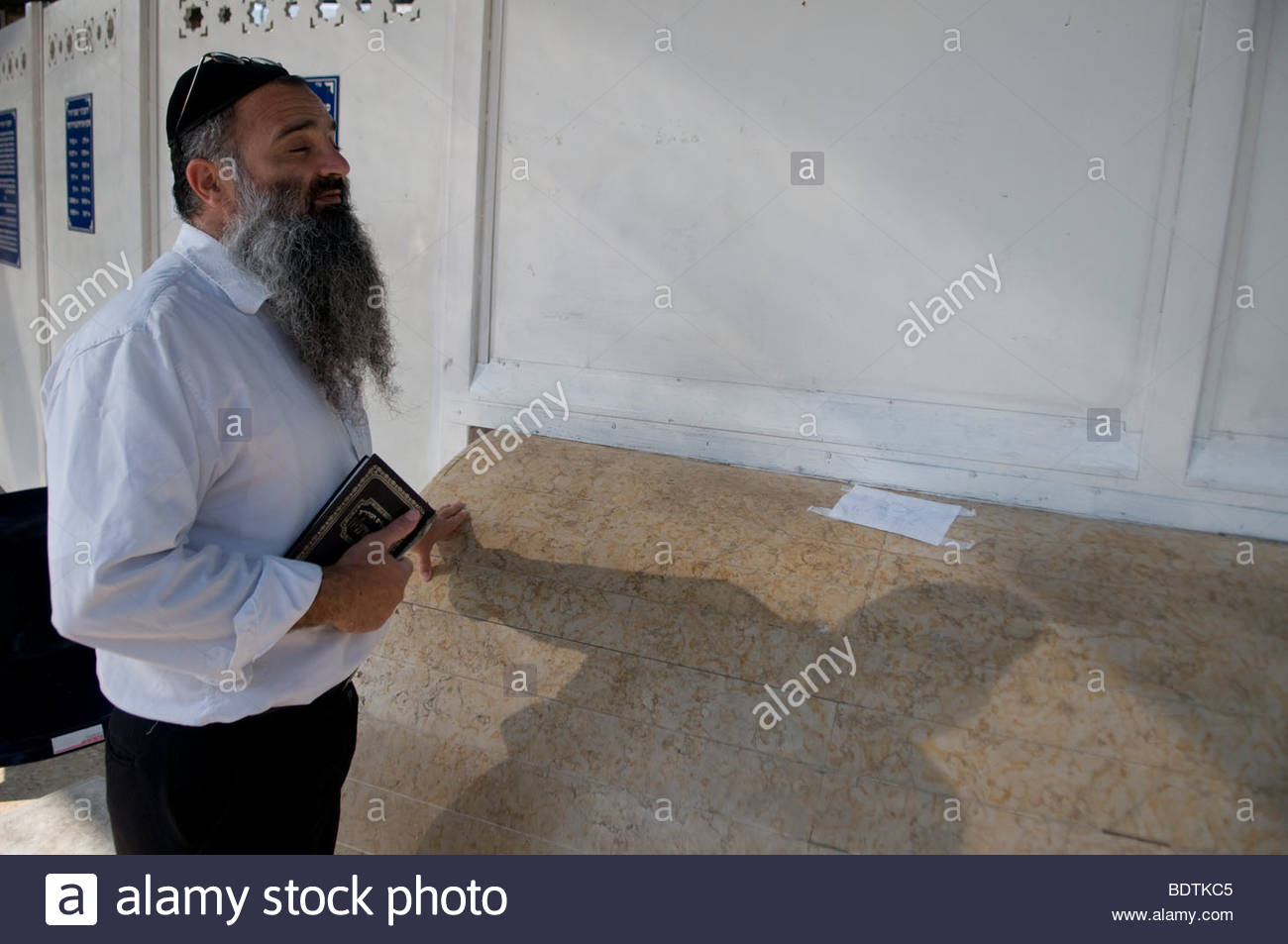 Sephardic religious Jew praying at the tomb of Rabbi Moses Ben-Maimon, known  as Maimonides or Rambam in Tiberias - Stock Image
