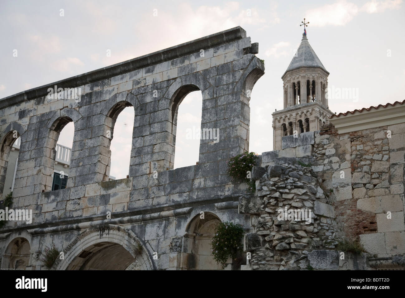 teil der alten mauer des diokletianspalast, part of the old wall of the diocletians palace, split, kroatien, croatia, - Stock Image