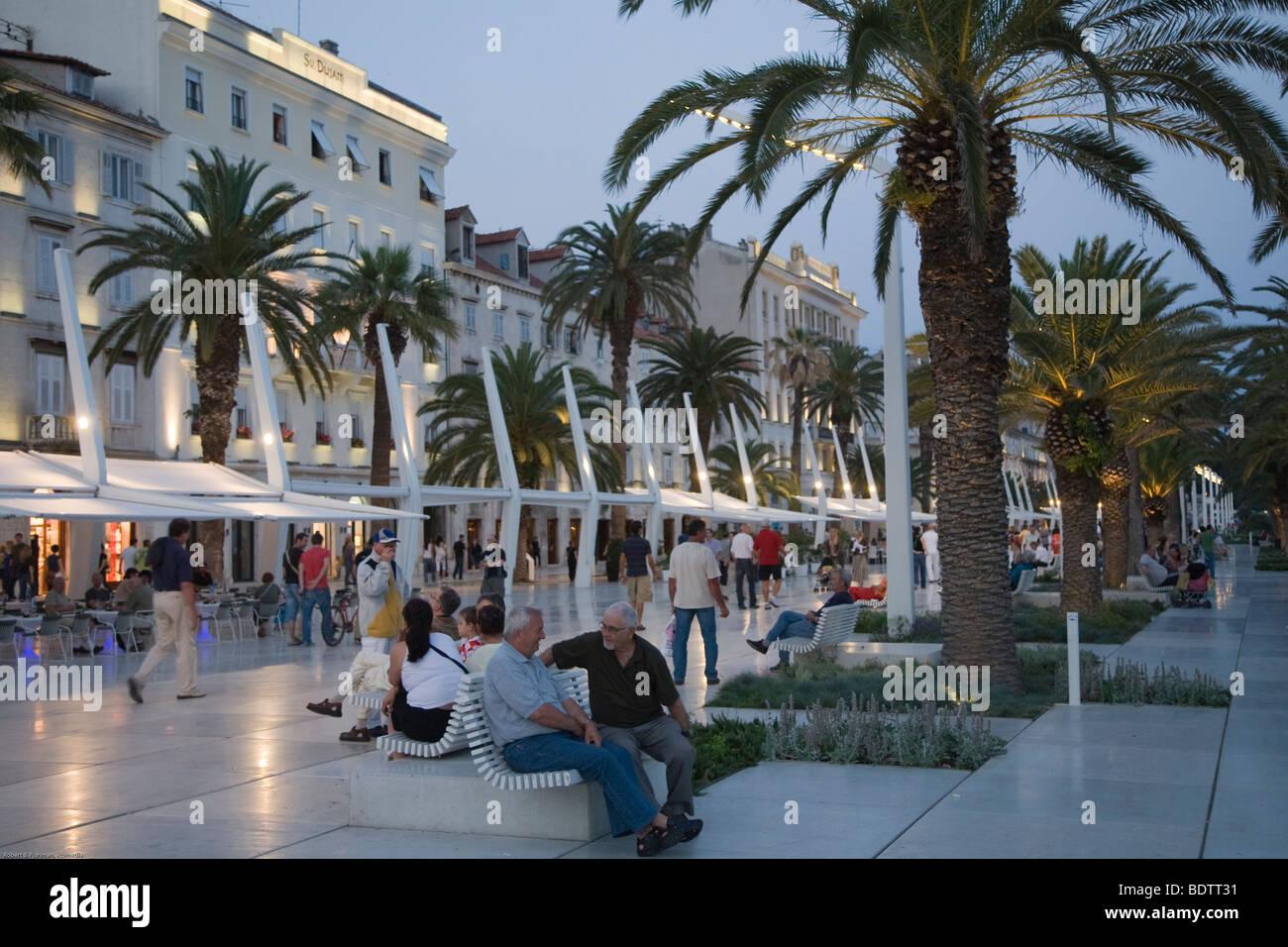 abendlicht ueber der strandpromenade von split, evening light at the promenade of split, - Stock Image