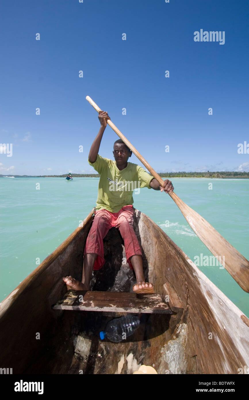 Mann im Boot, Ueberfahrt zur Insel Nosy Nato, Madgaskar, Afrika, man in boat, crossing, river, madagascar, africa - Stock Image