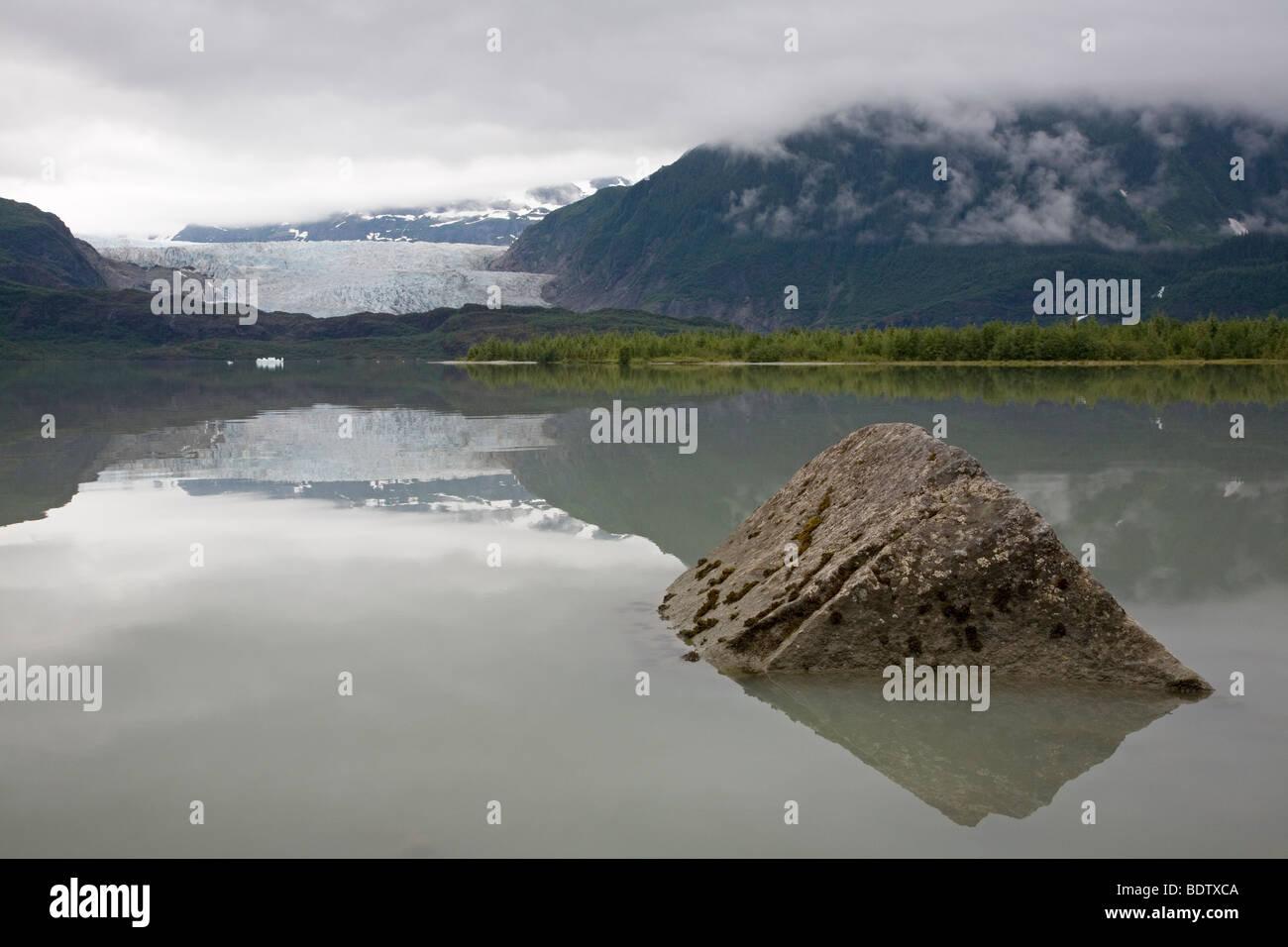 Mendenhall-Gletscher & Mendenhall-See / Mendenhall-Glacier & Mendenhall-Lake / Juneau - Alaska - Stock Image