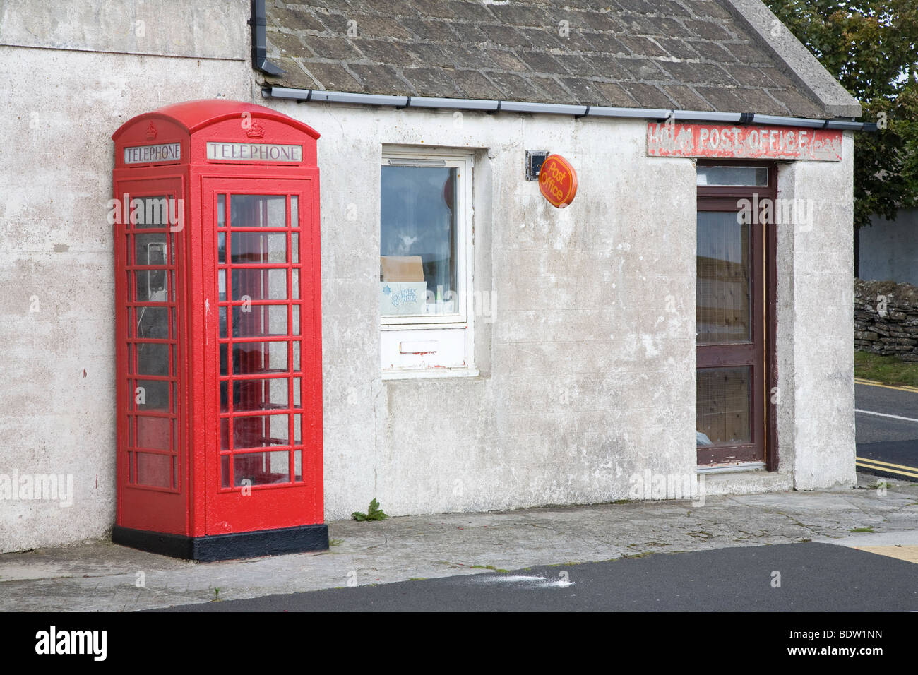 old post office with phone box of british telekom, orkney islands, scotland - Stock Image
