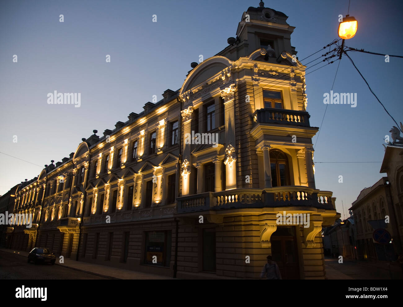 beleuchteter appartmentblock bei nacht, vilnaus gatve, illuminated residential house at night, vilna - Stock Image