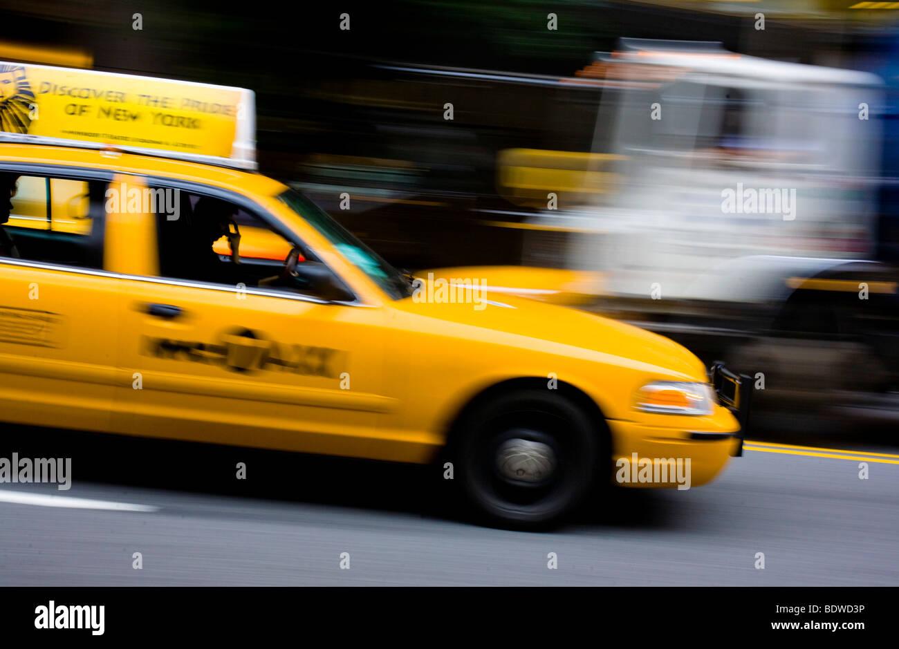 Taxi driving, Manhattan, New York City, USA - Stock Image