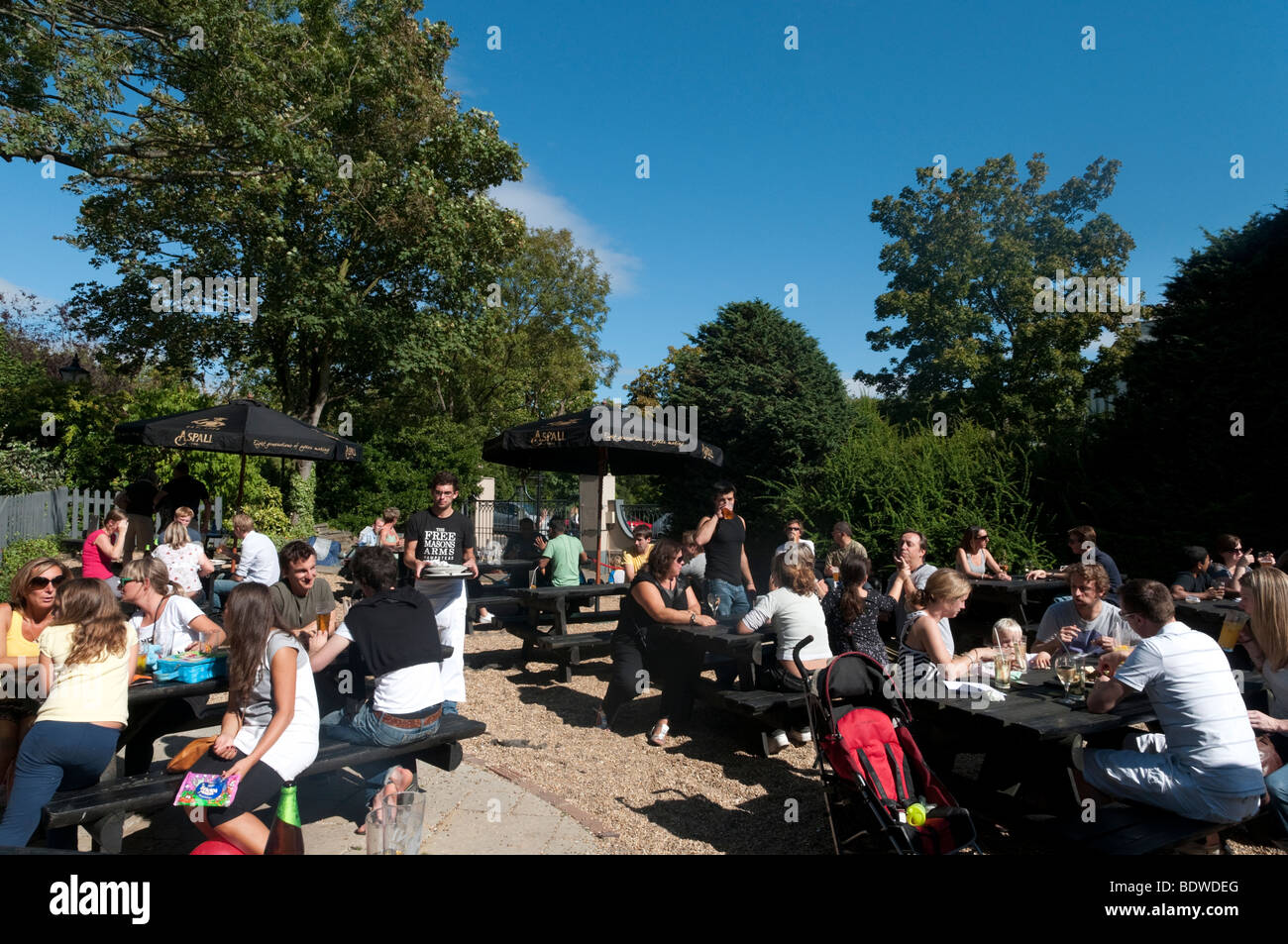 Beer garden of the Freemasons Arms pub in Hampstead, London, England, UK - Stock Image