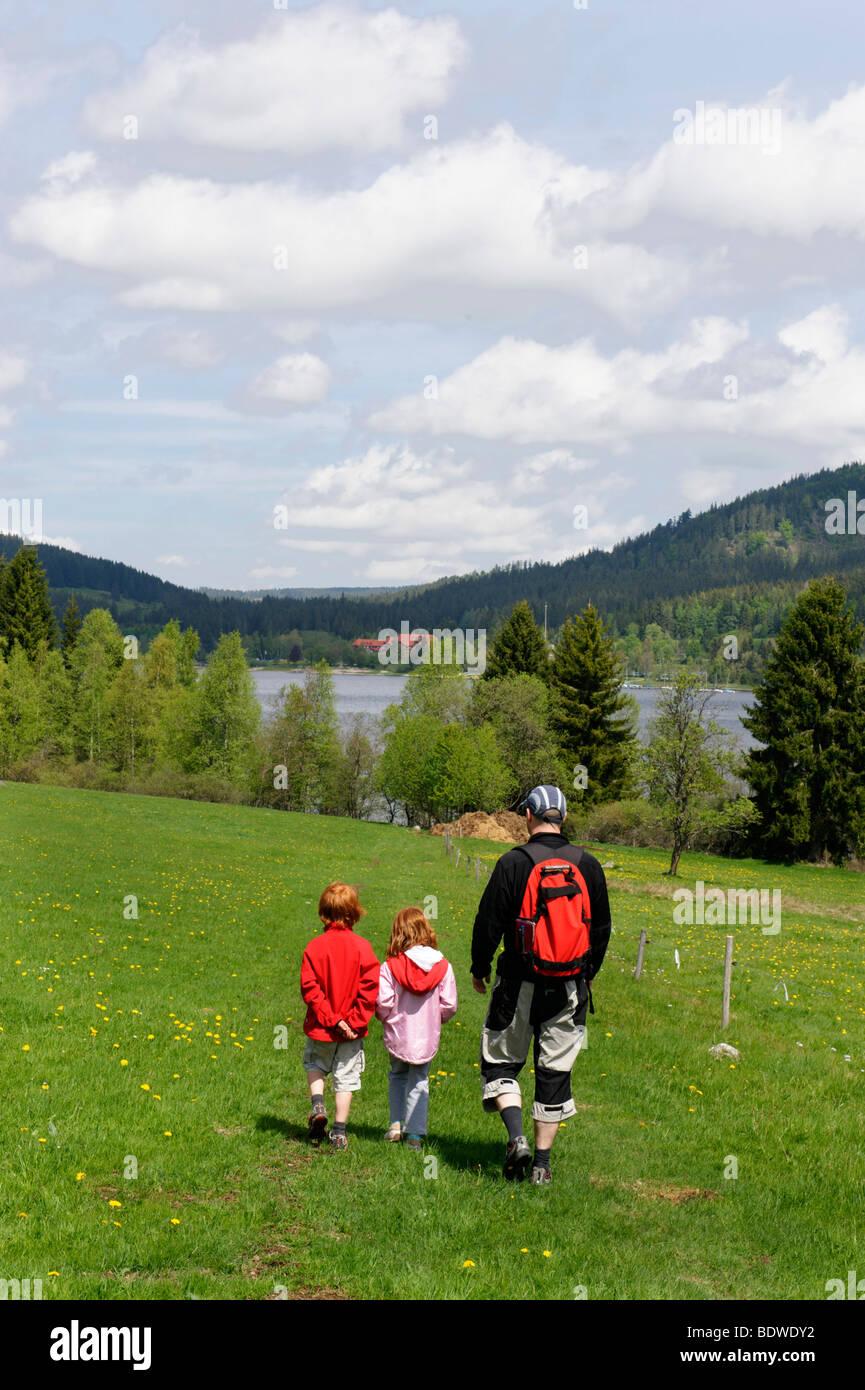 Familiy hiking at the Schluchsee lake, Breisgau, Hochschwarzwald Upper Black Forest, Black Forest, Baden-Wuerttemberg, - Stock Image
