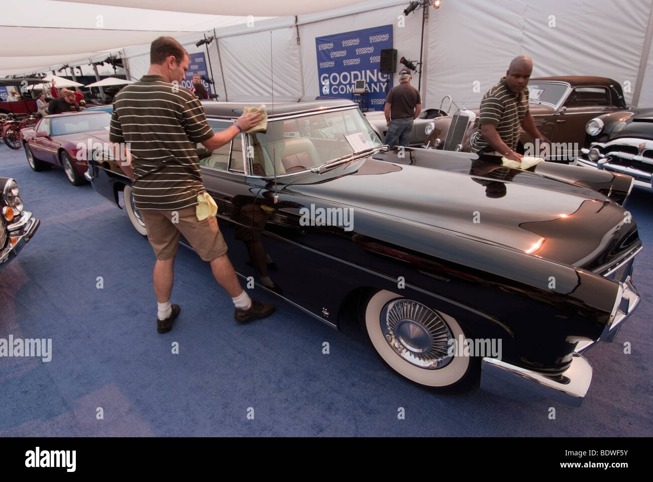 Mark Ii Stock Photos Images Alamy 1954 Lincoln Continental Employees Cleaning A 1957 Before The Gooding Company Auction In Pebble Beach