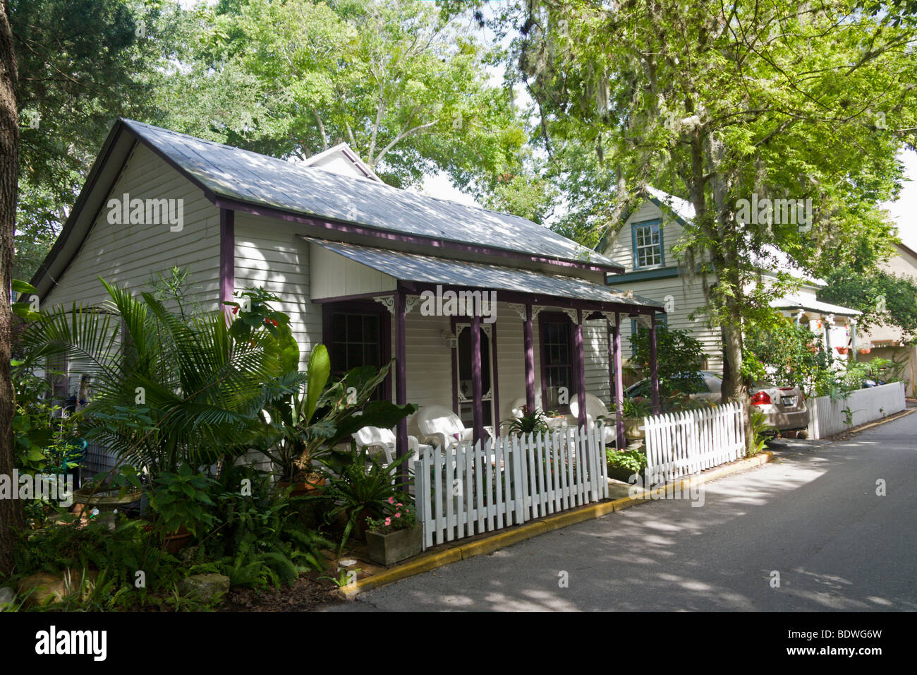 Small cottage style homes in the heart of historic st for Small cottage style homes