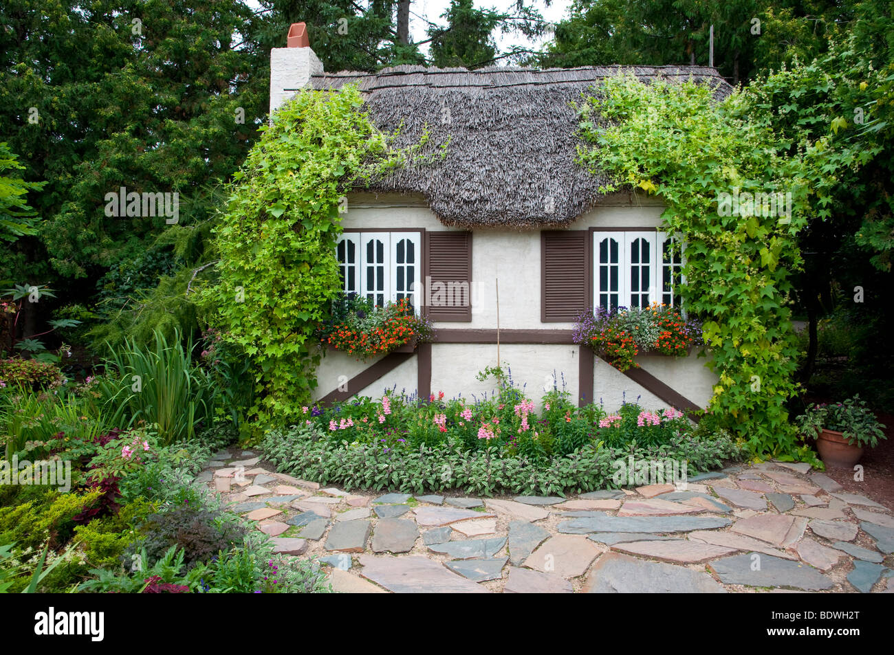 A garden cottage in the English Gardens of Assiniboine Park in Winnipeg, Manitoba, Canada. - Stock Image