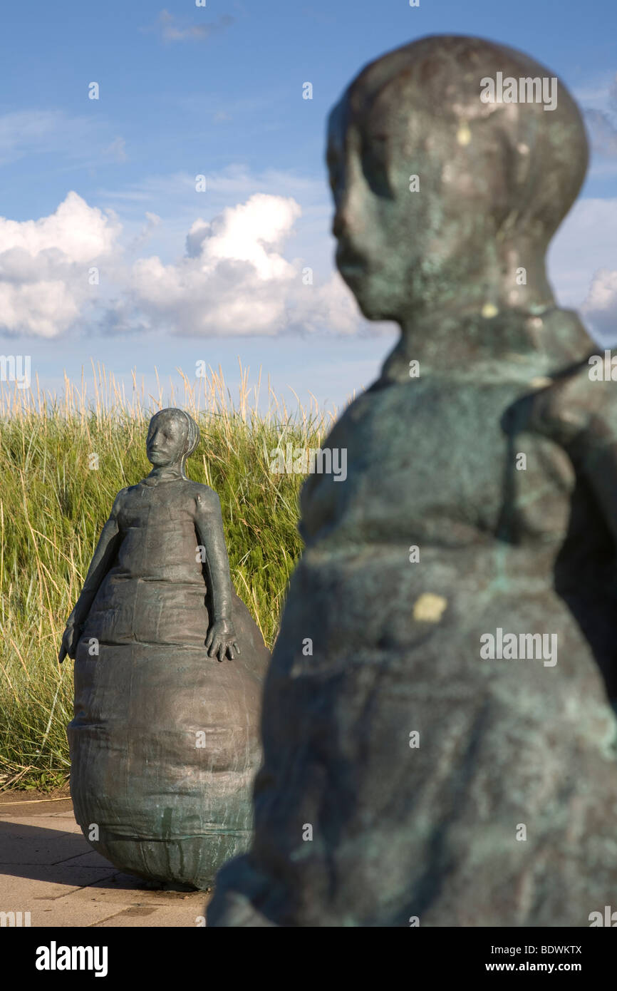 The Weebles at Little Haven Beach in South Shields, Tyne and Wear.  Titled 'Conversation Piece'.  By Spanish - Stock Image