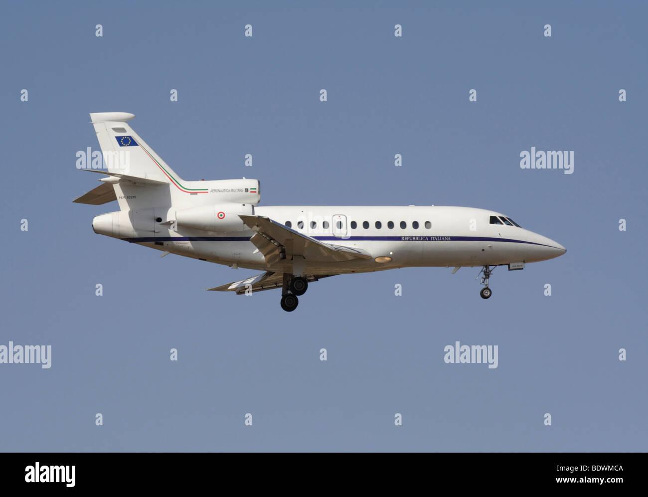 Italian Air Force Dassault Falcon 900EX VIP transport jet plane in flight - Stock Image