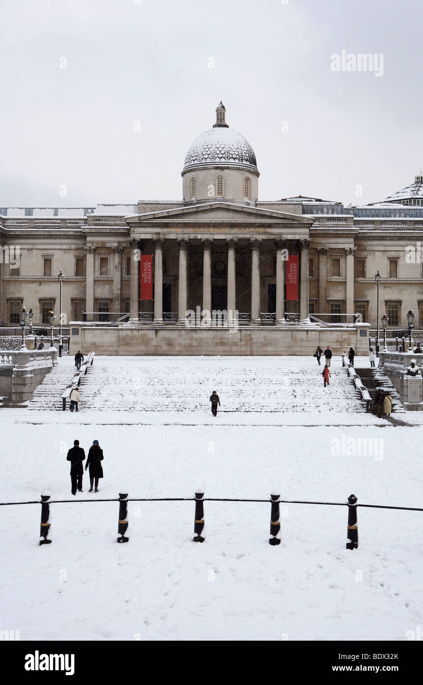 LONDON: TRAFALGAR SQUARE AND NATIONAL GALLERY IN THE SNOW Stock Photo