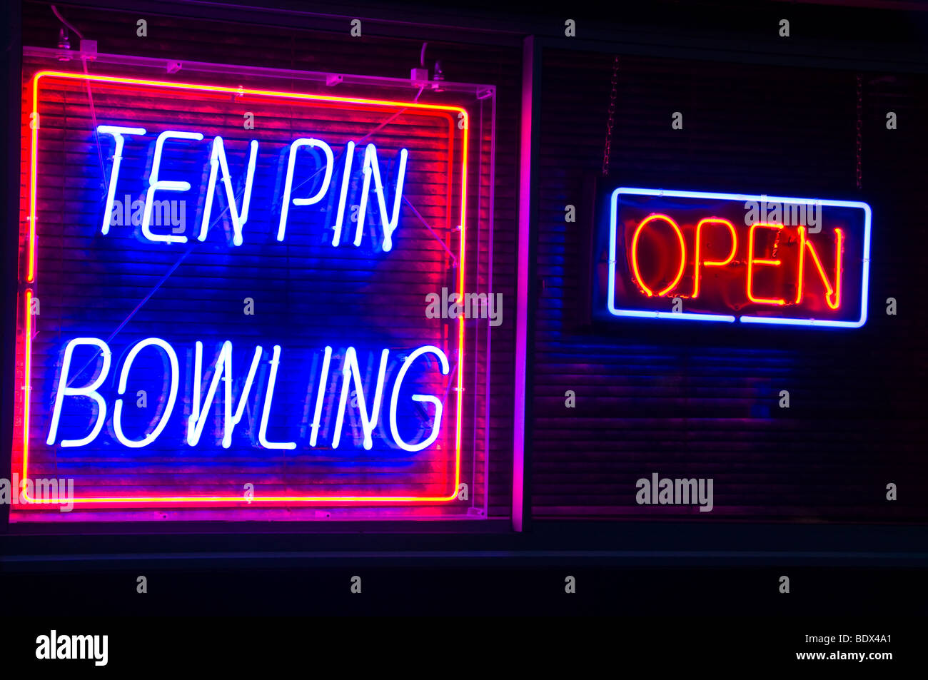 neon sign ten pin bowling - Stock Image