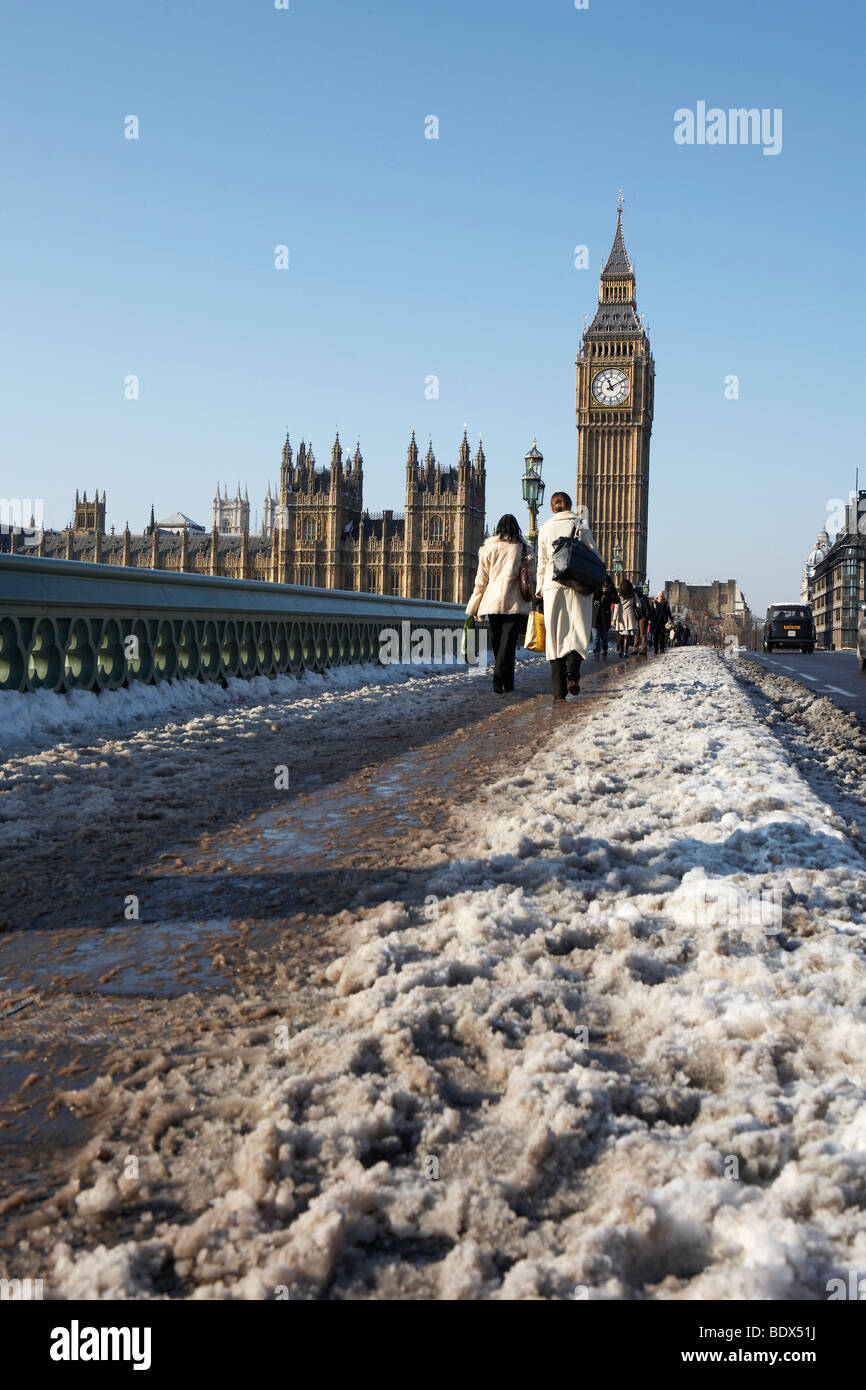 LONDON: BIG BEN AND COMMUTERS IN SLUDGE - Stock Image