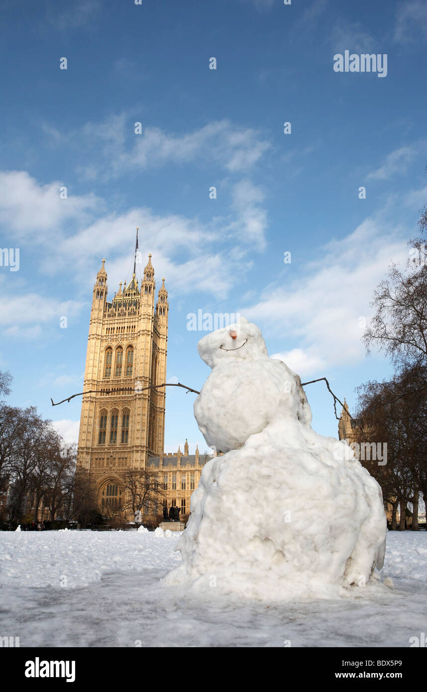LONDON: HOUSES OF PARLIAMENT IN THE SNOW - Stock Image