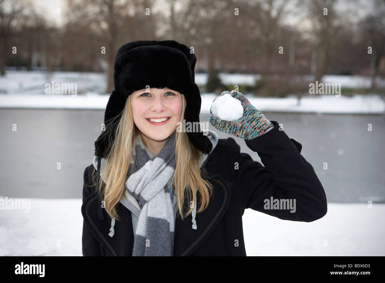LONDON: GIRL WITH SNOWBALL - Stock Image