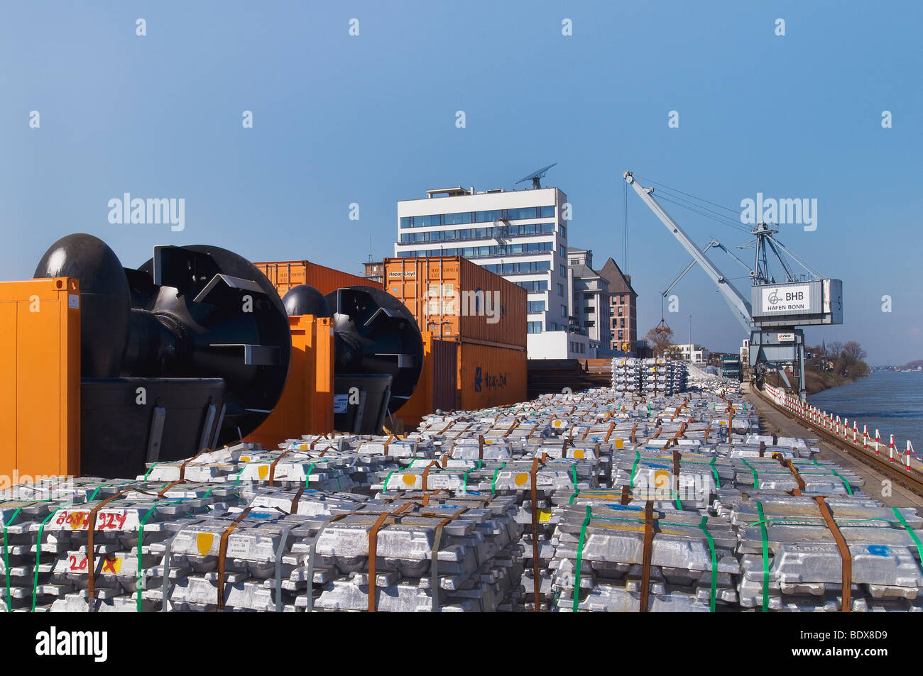 Port Bonn, conventional cargo handling, aluminum ingots on the quay, next to them turbines on flat containers, flats, - Stock Image