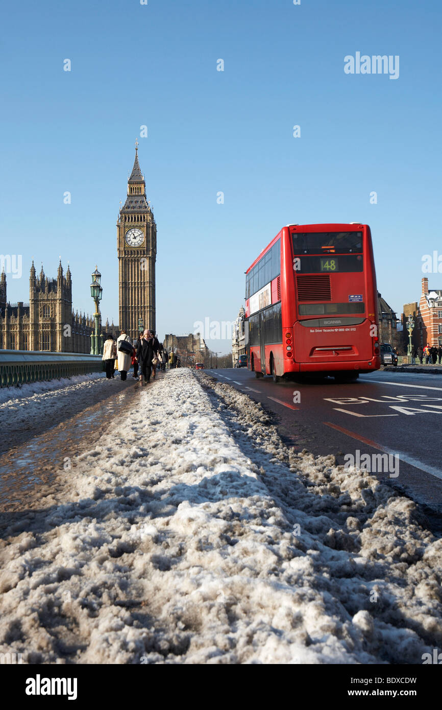 LONDON: BIG BEN AND BUS IN SLUDGE - Stock Image