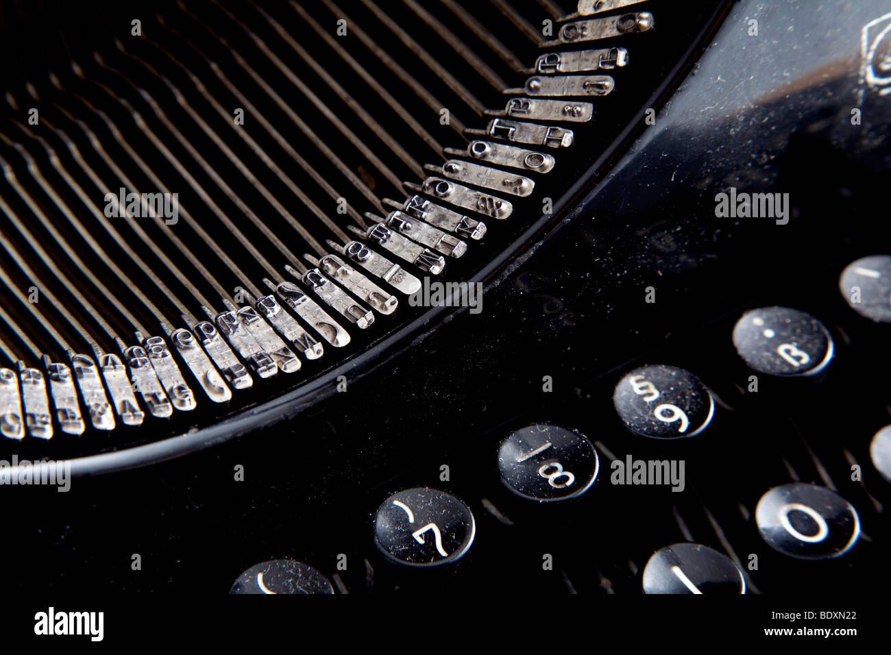 Antique dusty typewriter - Stock Image