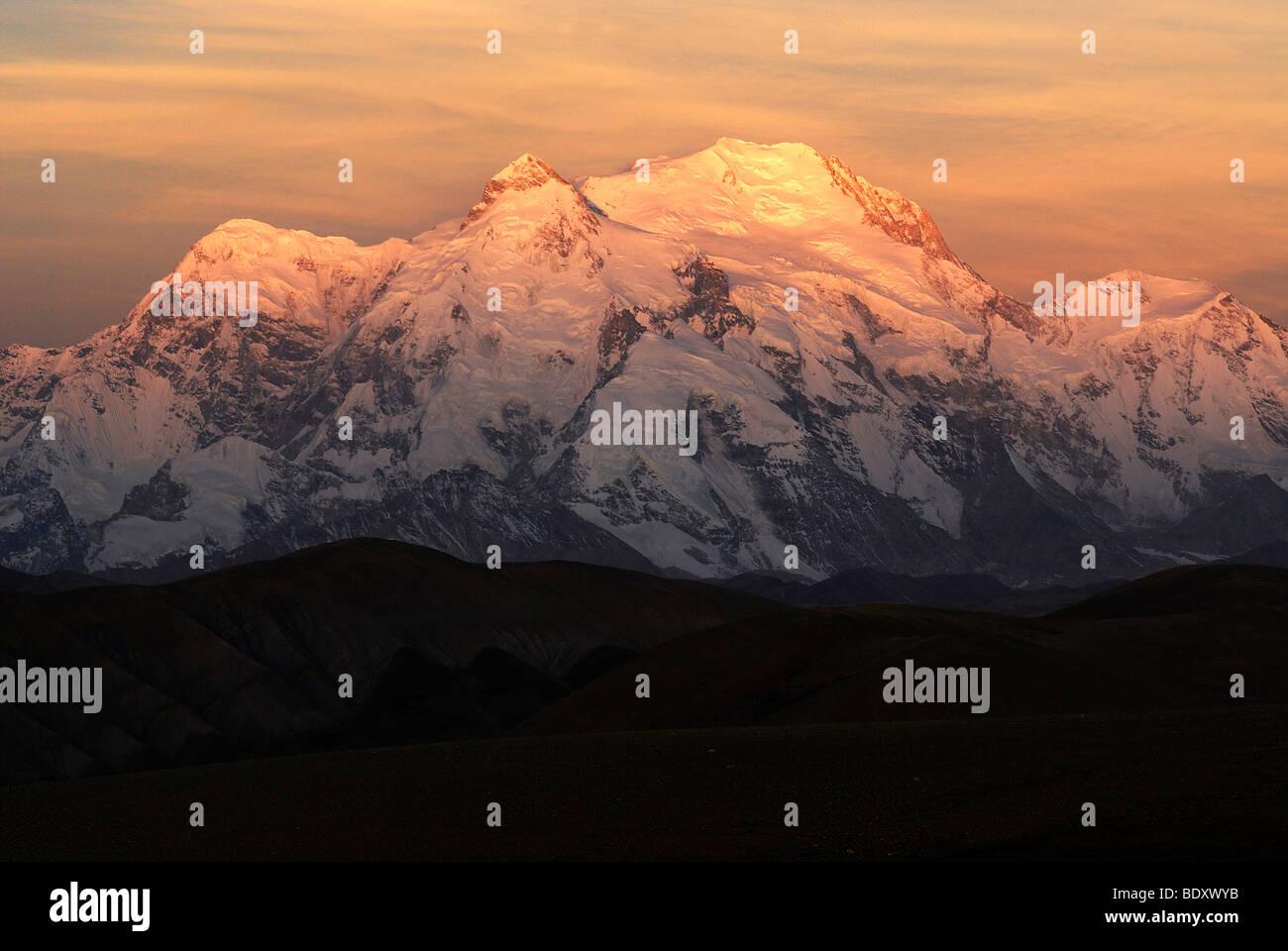 Shishapangma 'place of the saints' with 8027m altitude at sunrise, Tibet, China, Asia - Stock Image