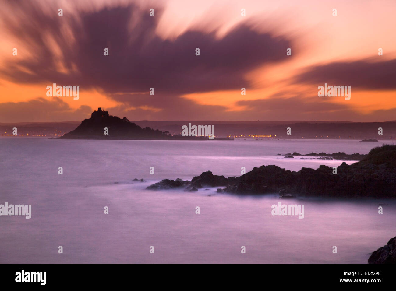 st michael's mount from perranuthnoe; cornwall; sunset - Stock Image