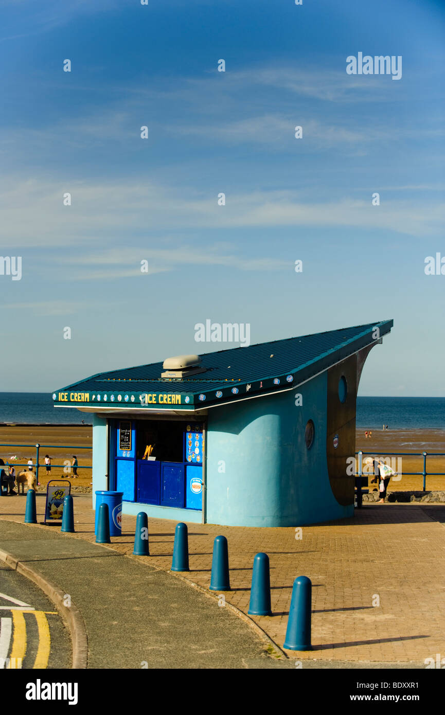 Ice cream parlour Benllech beach, Anglesey north wales, summer afternoon, UK - Stock Image