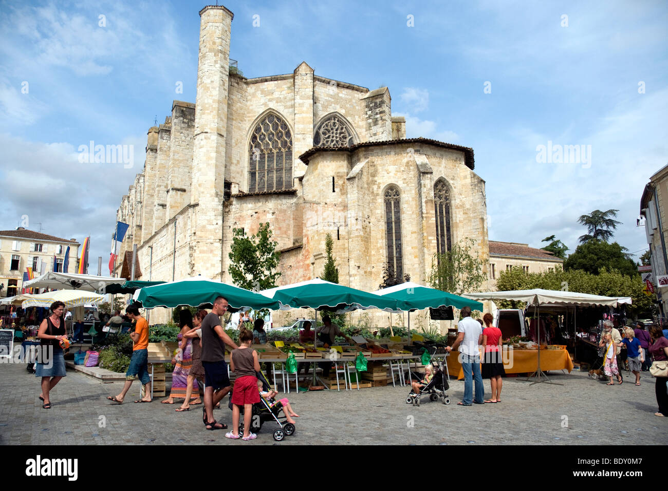 Market day in the Gers cathedral town of Condom in southwest France - Stock Image