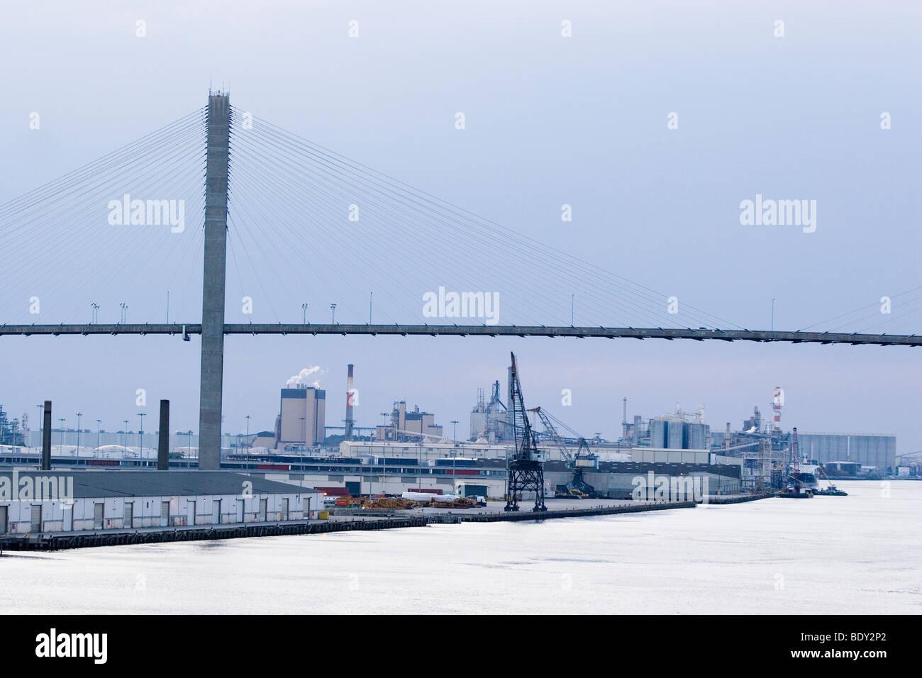Talmadge Memorial Bridge over the Port of Savannah - Stock Image