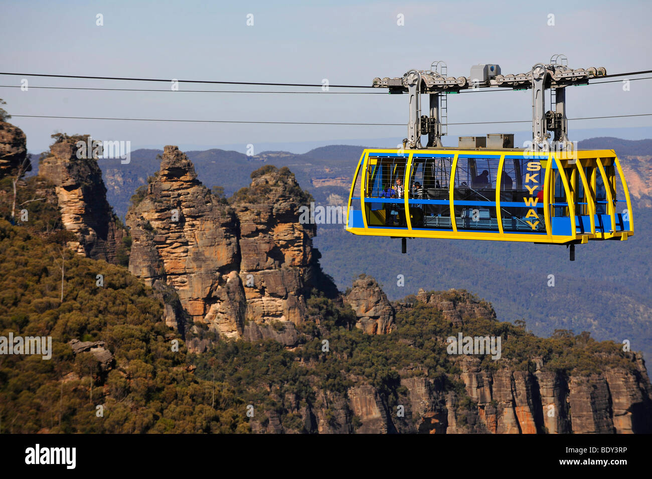 Scenic Skyway cable car from the Scenic World Complex in front of the Three Sisters rock formation, Jamison Valley, - Stock Image