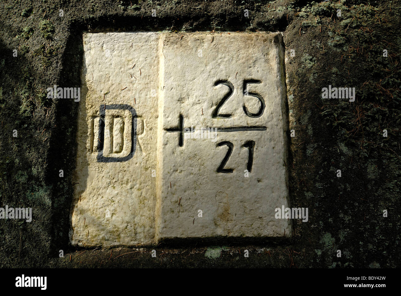 Old inter-German boundary stone, DDR painted over by D, Saxon Switzerland National Park, Kirnitschtal valley, Obere - Stock Image